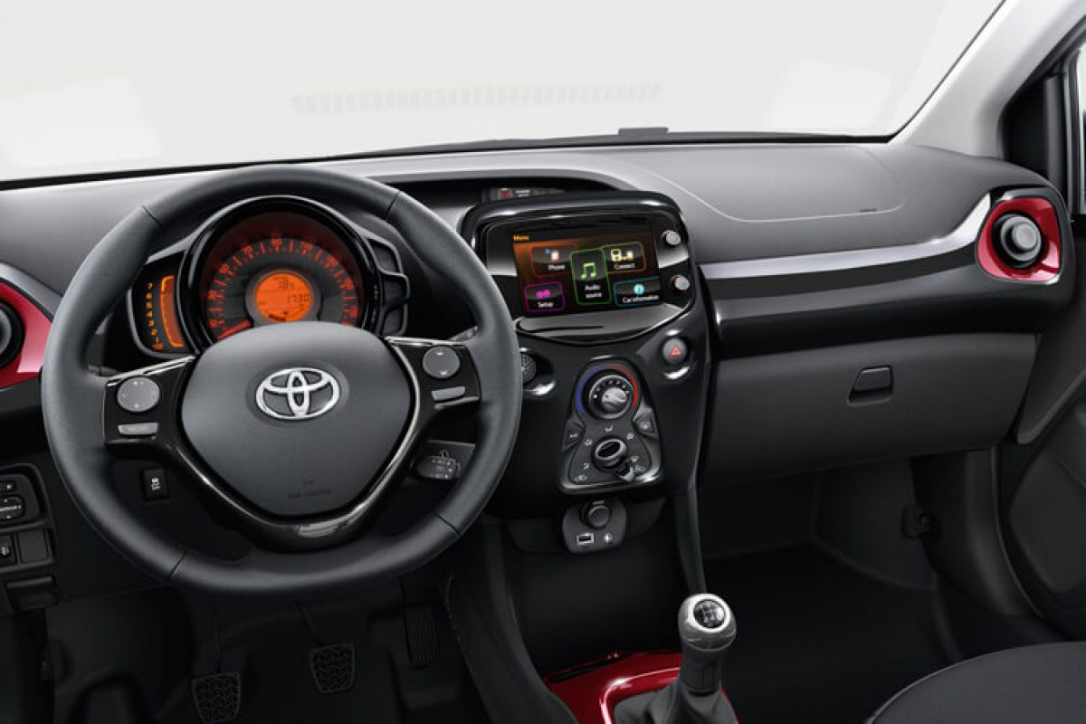 toyota aygo 5 door vvt i x play x touch 1 0 petrol. Black Bedroom Furniture Sets. Home Design Ideas